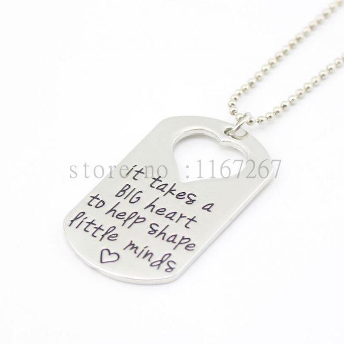 """2015 учителя ювелирные изделия учитель подарки """" это занимает большое в форме сердца , чтобы помочь форма умы """" серебряный кулон ожерелье медальон брелок"""