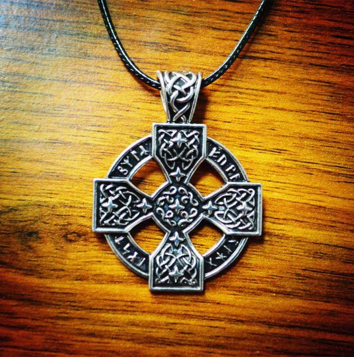 Новый 2016 Старший Футарк Sunwheel Солнечный Крест Подвеска Норвежский Викинг Руна Оловянные Ожерелье Кулон Бесплатная доставка