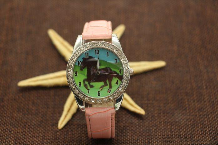 Новый Дизайн черный Конь Животных Печатные Часы Простые Кожаные Кварцевые Наручные Часы дети watch160309