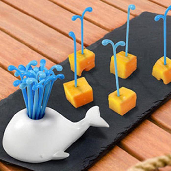 Новые Симпатичные Кит Спрей Фрукты вилка Животных Стиль Пластиковые Овощной Вилка Наборы Посуды Кухонный Инвентарь