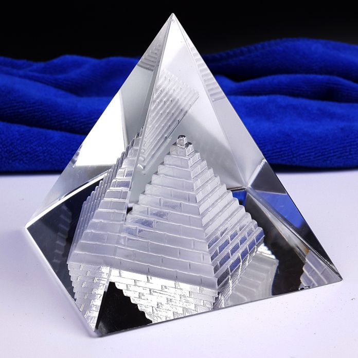 Бесплатная доставка Фэншуй Полый Пирамида Исцеление Кристалл Викки ремесла Стол Пресс-Папье
