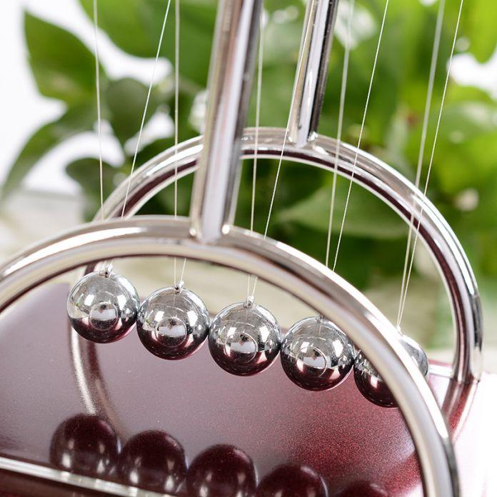 Новый Ньютона зеркальный шар бассейн статьи обеспечения Творческий бытовой рабочего стола качели мяч ремесло подарочные Мебель