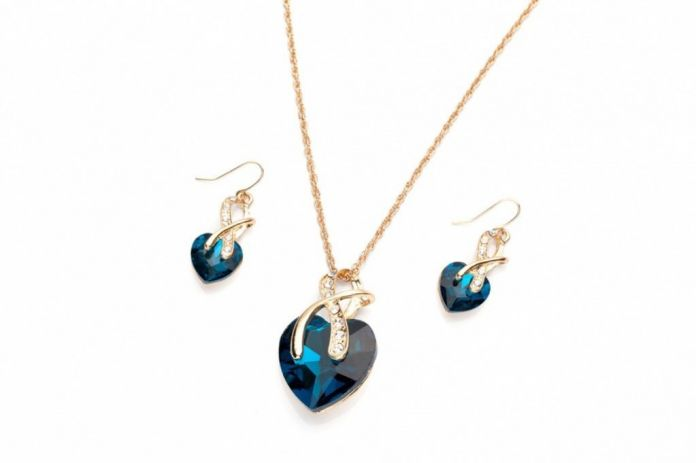 Комплект «СЕРДЦЕ ОКЕАНА» (Set: earrings and pendant with chain ST140056)