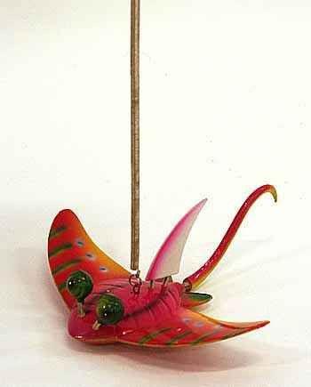 фото подвеска рыбка скат 4см на метал. пружине 6цв