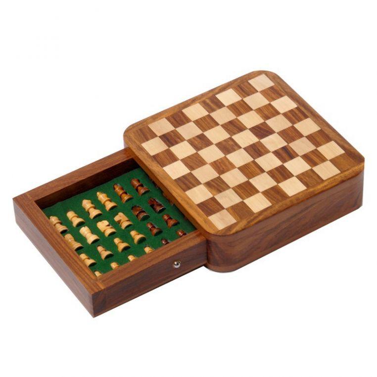 Индийские шахматы в ящике 13х13 см