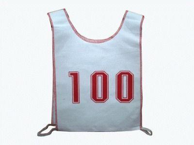 фото Комплект стартовых номеров. В комплект входит 100 номеров, нумерация с 1 по 100.